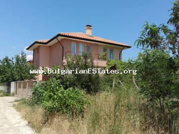 We offer for sale a separate, two-story new house in the villa zone of Kosharitsa - the area between Sunny Beach and Kosharitsa, just 3 km from the resort of Sunny Beach.