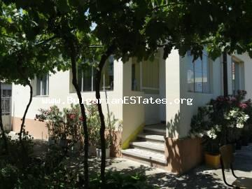 A house with a large and landscaped yard in the village of Kamenar, 6 km from Pomorie and the sea, Burgas region, is for sale very affordably.